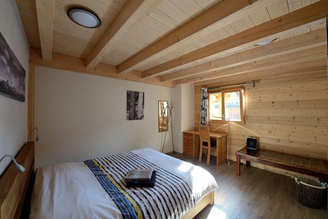 Chambre Kio avec un grand lit de 160 et oreillers à mémoire de forme
