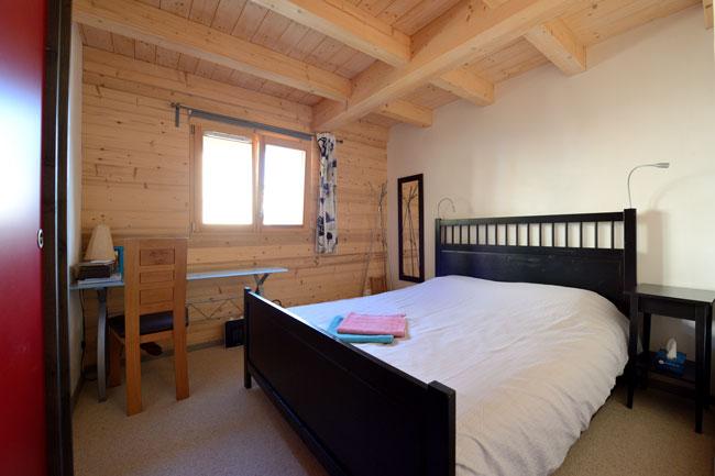Chambre Mao avec un grand lit de 160 et oreillers à mémoire de forme